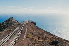 对海岛的末端的路 免版税库存图片