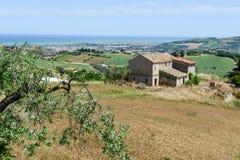 对海岸的农村风景在圣Benedetto del Tronto 免版税库存照片