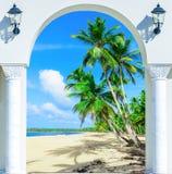 对海滩加勒比多米尼加共和国的repu的木门户开放主义的曲拱出口 库存照片