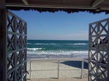 对海滩的入口 库存照片