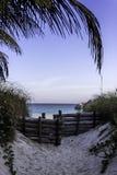 对海滩的入口 免版税图库摄影