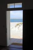 对海滩的门道入口 图库摄影