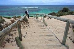 对海滩,澳大利亚西部的步骤 免版税库存图片