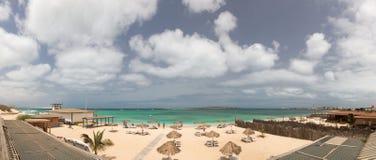 对海滩的全景海岛博阿维斯塔,佛得角 库存照片