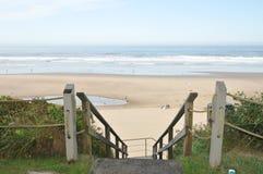 对海滩的台阶 免版税库存图片