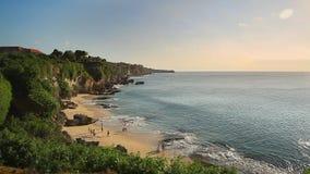 对海滩的山 美好的婚礼 巴厘岛 股票录像