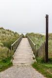 对海滩的木通入路 免版税库存图片