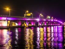 对海滩的桥梁 免版税图库摄影