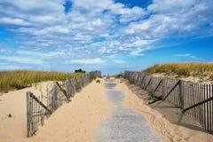 对海滩的道路方式在鳕鱼角 免版税库存照片
