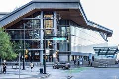 对温哥华会议中心的西方大厦的入口 免版税图库摄影