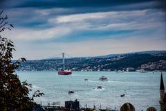 对港和Bosphorous伊斯坦布尔桥梁的看法  图库摄影