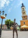 对游人的纪念碑在Kamianets-Podilskyi 免版税库存图片