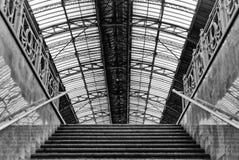 对火车站的地下通入对围裙利沃夫州,乌克兰 设计类似于火车站在米兰,意大利 Ea 图库摄影