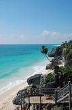 对热带海滩的楼梯 库存图片