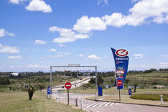 对燃料中止的入口在德班和彼得马里茨堡之间 库存照片