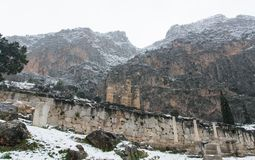 对特尔斐山的冬天视图 图库摄影