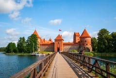 对特拉凯城堡,立陶宛的桥梁 免版税库存照片