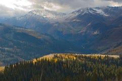 对犹他冬天的以后的山 免版税库存照片