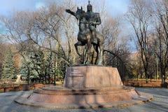 对玛纳斯的纪念碑 吉尔吉斯史诗的宽宏大量的英雄 莫斯科,俄罗斯,友谊公园  免版税库存照片