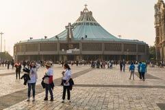 对瓜达卢佩河大教堂的朝圣 免版税库存照片