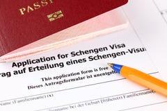 对申根签证、护照和笔的申请 免版税库存照片