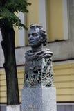 对电影导演埃米尔Loteanu的一座纪念碑 免版税库存图片