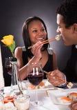 对男性的女性哺养的寿司 免版税库存图片