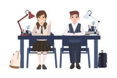 对男生和女孩制服的在被隔绝的书桌坐白色背景 愉快和不快乐的学生听 库存例证