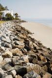 对白宫的岩石防波堤 库存照片