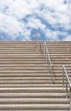 对的企业主导的天空楼梯succes 图库摄影
