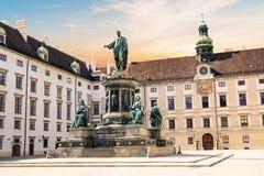 对皇帝弗朗兹约瑟夫的纪念碑我旅馆der的布尔格在维也纳,奥地利 免版税库存图片
