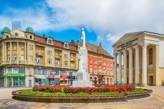 对皇帝Jovan Nenad的纪念碑和国家戏院在苏博蒂察市,塞尔维亚 免版税库存图片
