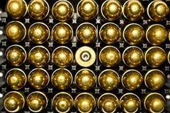 对盘的357另外的弹药大酒瓶下一轮三 45枚子弹 图库摄影