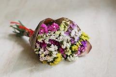 对礼品的花 美丽的花束 免版税库存照片