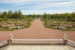 对称地被设计的公园 免版税图库摄影