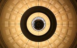 对称球枝形吊灯 免版税图库摄影
