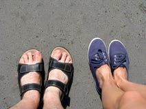 对穿上鞋子夏天二 库存照片
