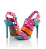 对穿上鞋子妇女 免版税库存图片