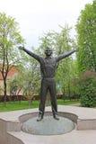 对第一位宇航员尤里・加加林的一座古铜色纪念碑在卡卢加州俄罗斯 库存图片