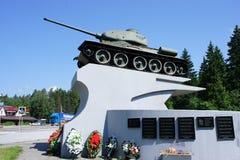 对第二次世界大战的传奇坦克的创作者的一座纪念碑t-34 Koshkin 库存图片