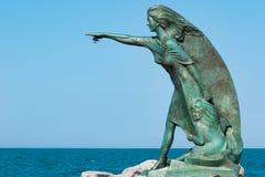 对等候他们的从海的丈夫的回归妇女的纪念碑在里米尼 免版税库存图片