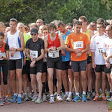 对等待的赛跑者起始时间 库存图片