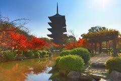 对籍塔在京都,在秋季期间的日本 库存图片