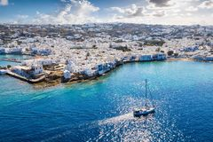 对米科诺斯岛海岛美丽如画的镇的看法  免版税库存图片