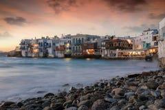 对米科诺斯岛海岛镇的看法在希腊 免版税库存图片
