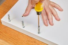 对紧固家具辅助部件的用途,当装配平的pa时 免版税库存照片