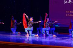 对红旗北京舞蹈学院分级的测试卓著的儿童` s舞蹈教的成就陈列江西的抒情诗 库存照片