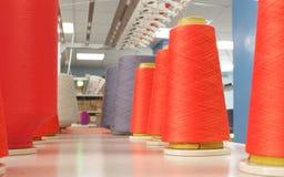 对编织机的毛线 库存照片