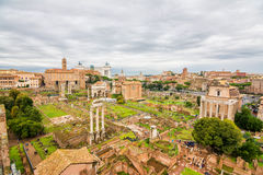 对罗马废墟的全景 免版税库存照片