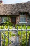 对老传统爱尔兰村庄的入口门 免版税库存照片
